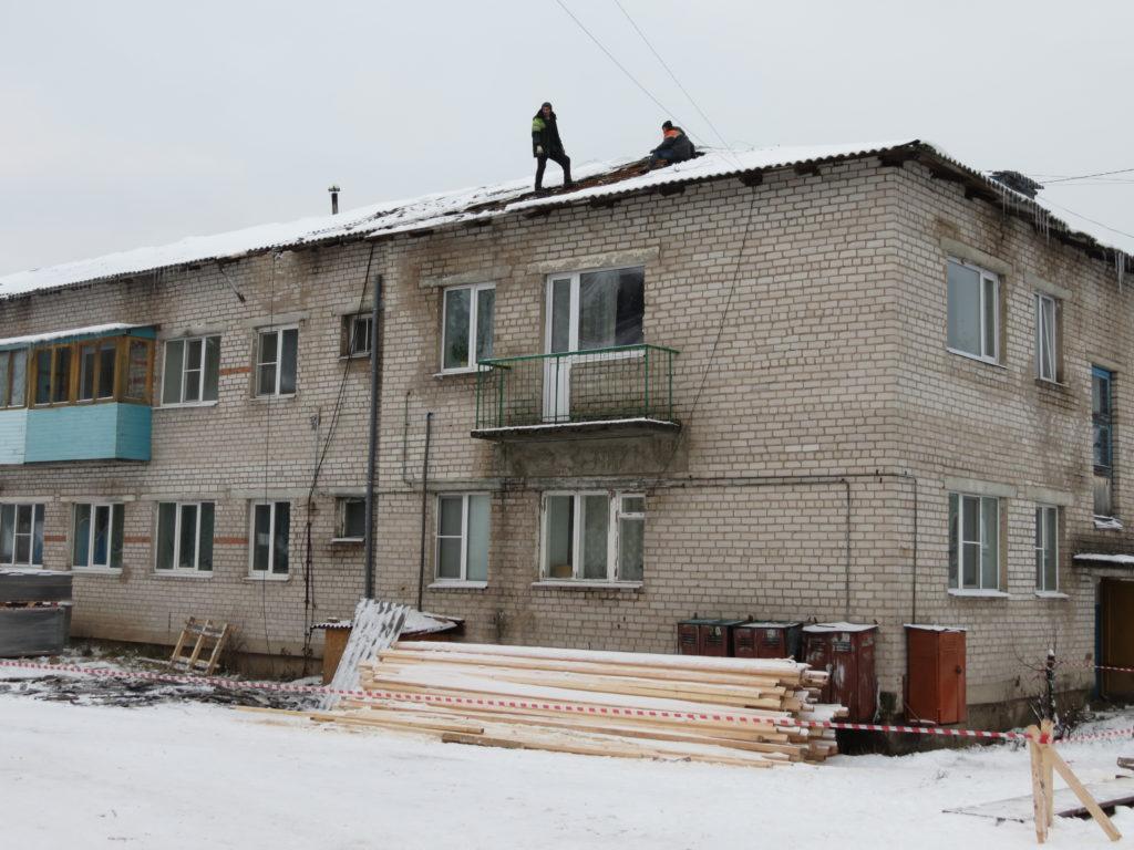 Капремонт в Виноградовском районе: работы на крышах Березника продолжаются