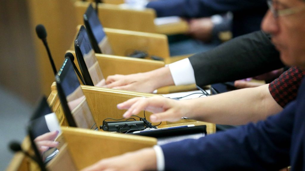 Чиновников накажут за хамство. Госдума приняла в третьем чтении поправки об административной ответственности чиновников за оскорбление граждан