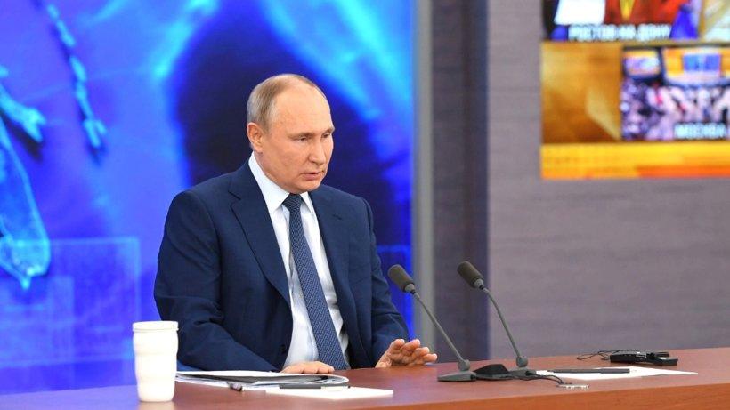 Владимир Путин: «Выплату по 10 тысяч рублей на ребенка получат семьи, где дети пойдут в школу с шести лет»