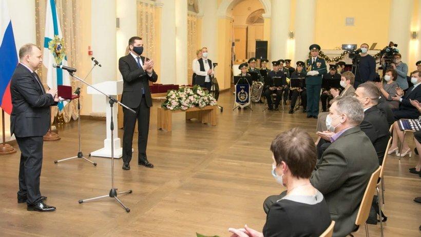 Признательность за профессионализм: Александр Цыбульский вручил северянам государственные и региональные награды