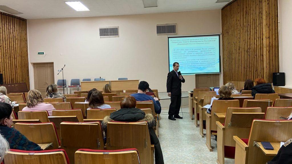 Что мы знаем об интересах молодежи, выясняют специалисты Виноградовской районной администрации на семинаре в Архангельске