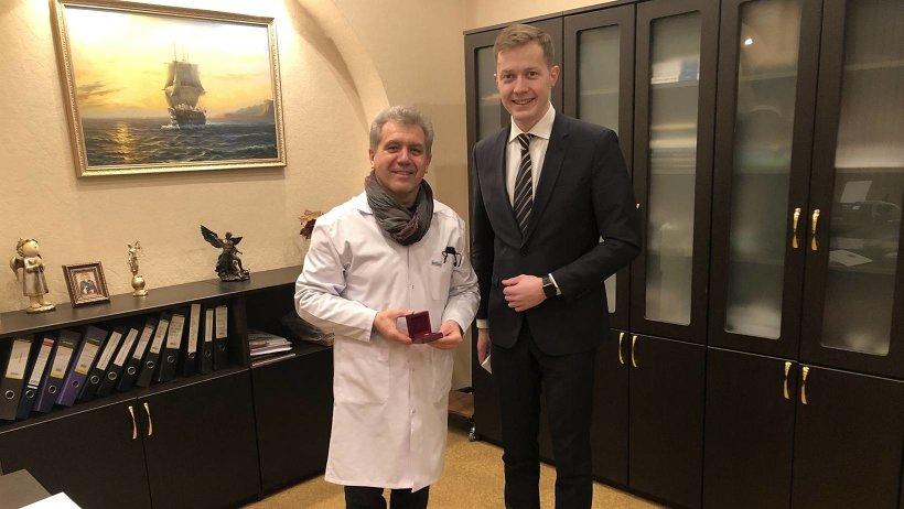 Главный судмедэксперт Архангельской области поощрен наградой за многолетний труд