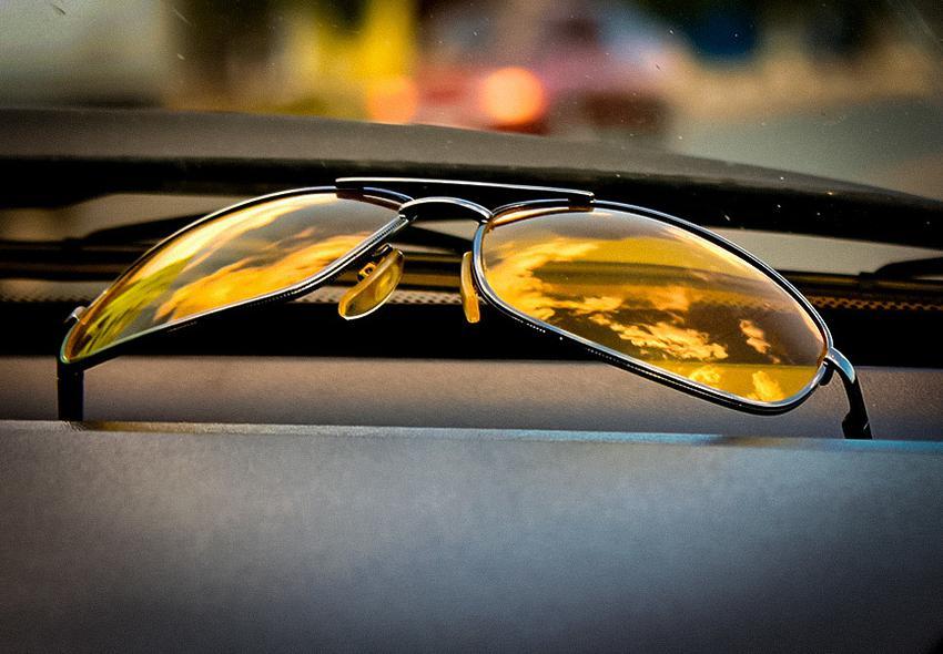 Автомобилистам нужны солнцезащитные очки