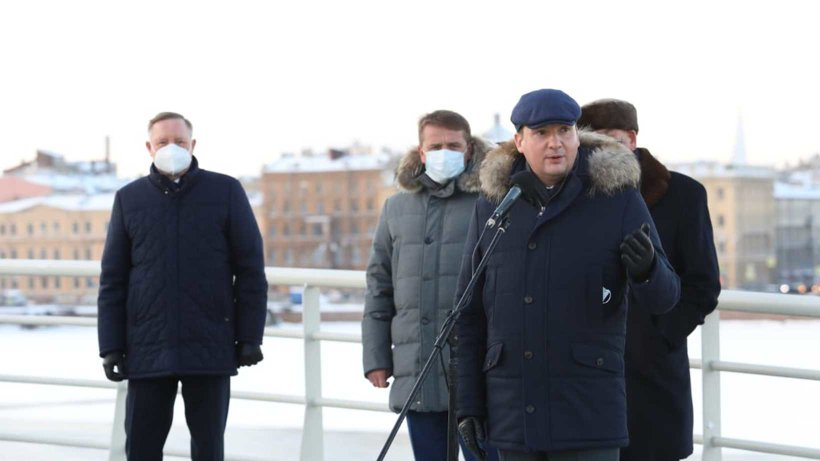 АлександрЦыбульскийпринял участие в церемонии поднятия флага на траулере «Баренцево море»