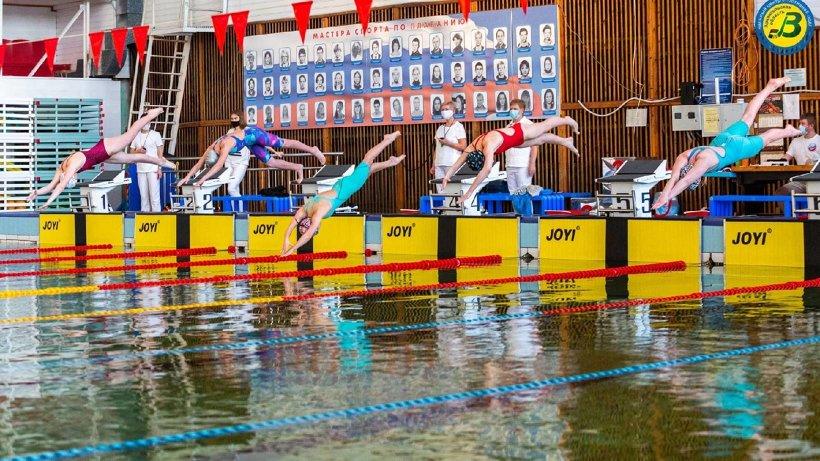 В столице Поморья разыграли медали областных соревнований по плаванию