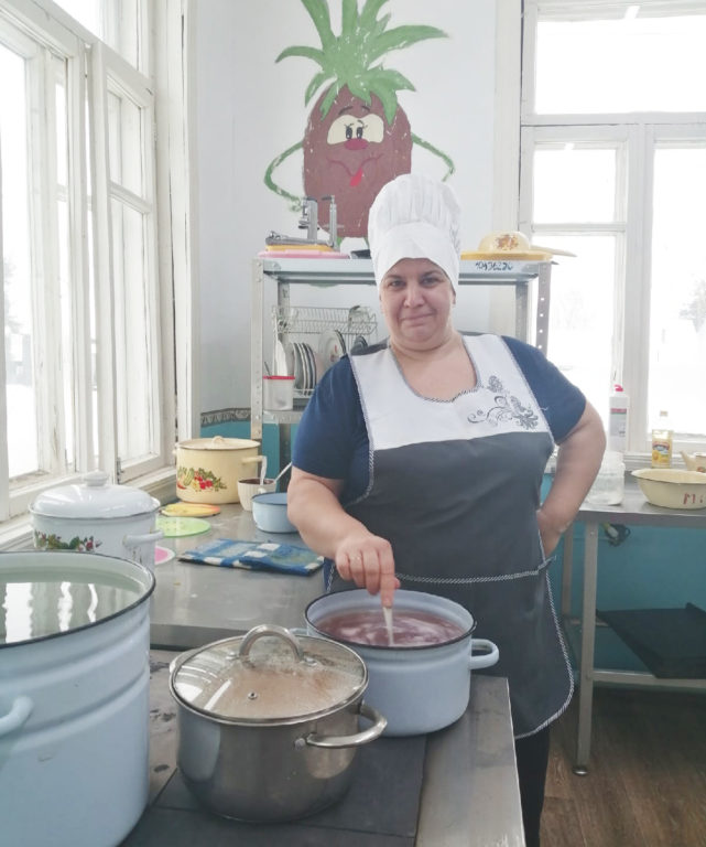 Главное — готовить с настроением, уверена повар хетовского детского сада Людмила Кузнецова