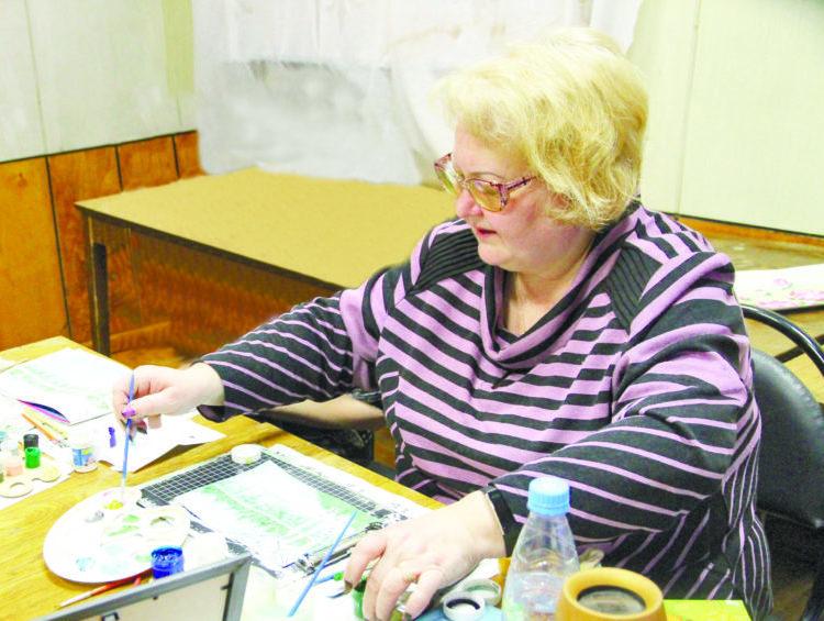 В Березнике открылась персональная выставка Натальи Крыловой «Цветочная феерия»