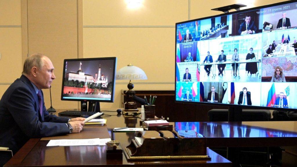 Владимир Путин поручил сосредоточить усилия на развитии социальной сферы