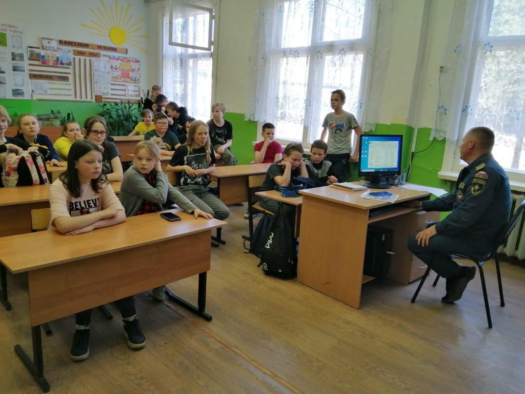 В школах Виноградовского района проводятся беседы о безопасном поведении на воде