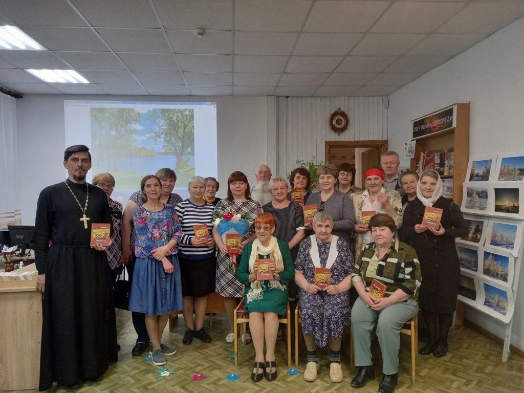 В Виноградовском районе прошла презентация нового сборника Дины Жилиной «Дивный сад»