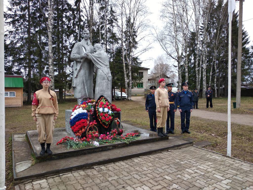 В Виноградовском районе возложили цветы к памятнику в парке Победы в знак благодарности  и памяти