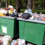 Сообщение о захламлении контейнерной площадки, расположенной на улице Свободы, 14, выявлено системой мониторинга «Инцидент Менеджмент» в одном из сообществ в социальных сетях региона. Несмотря на то, что изначально заявителем не был указан адрес площадки накопления ТКО, на решение проблемы ушло чуть более суток. Жительница поселка в местном сообществе оставила анонимный вопрос, почему в Березнике не вывозится мусор. Сообщение было оперативно обработано сотрудниками Центра и направлено региональному оператору для отработки. На время первичной реакции ушло менее шести часов. Однако для решения проблемы потребовались дополнительные данные. В частности, представитель регионального оператора уточнил расположение контейнерной площадки, которая упоминается в публикации. Уточненные сведения были направлены перевозчику. В результате, как сообщил заявитель, мусор вывезен в полдень на следующий день. Отметим, что оперативность обработки сообщений и их решения зависят в том числе и от детализации жалобы. В частности, необходимо раскрыть ситуацию: что и где произошло, указать адрес, при наличии. Кроме этого, система не обрабатывает сообщения, содержащие субъективную оценку или ненормативную лексику.