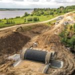В Виноградовском районе на автомобильной дороге Усть-Ваеньга - Осиново - Фалюки продолжаются работы по строительству нового моста