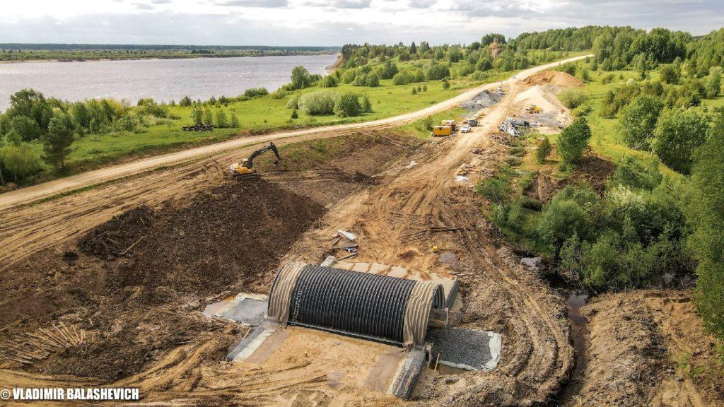 В Виноградовском районе на автомобильной дороге Усть-Ваеньга — Осиново — Фалюки продолжаются работы по строительству нового моста