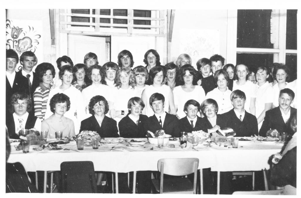 Выпуск 1975 года Рочегодской средней школы: последний день за партой не забыть!