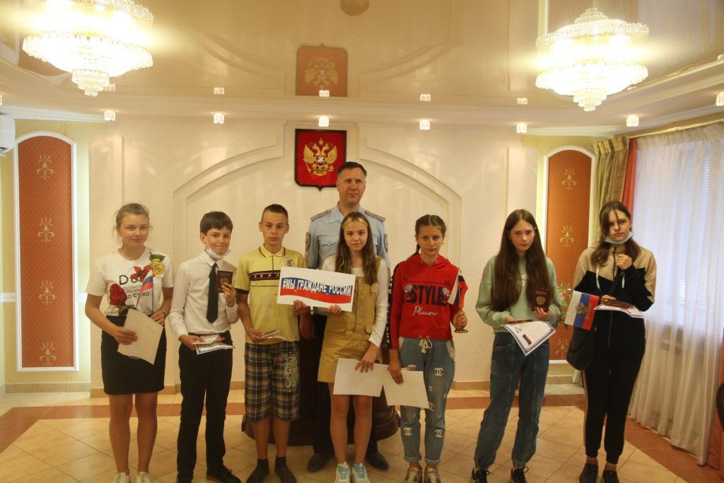 Юные Виноградовцы в канун Дня России получили паспорта