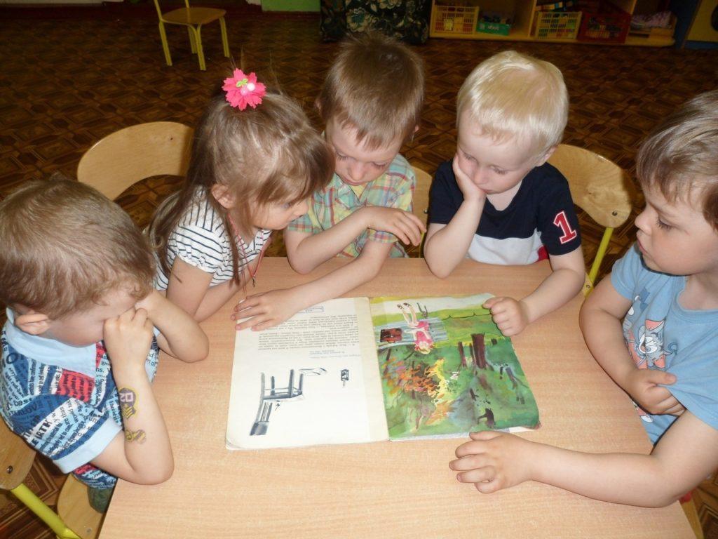 Участниками международной акции «Читаем детям о войне» стали воспитанники детского сада «Березка» Виноградовского района