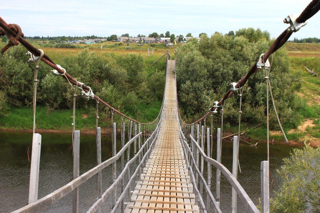 Висячий мост к трем деревням Виноградовского района