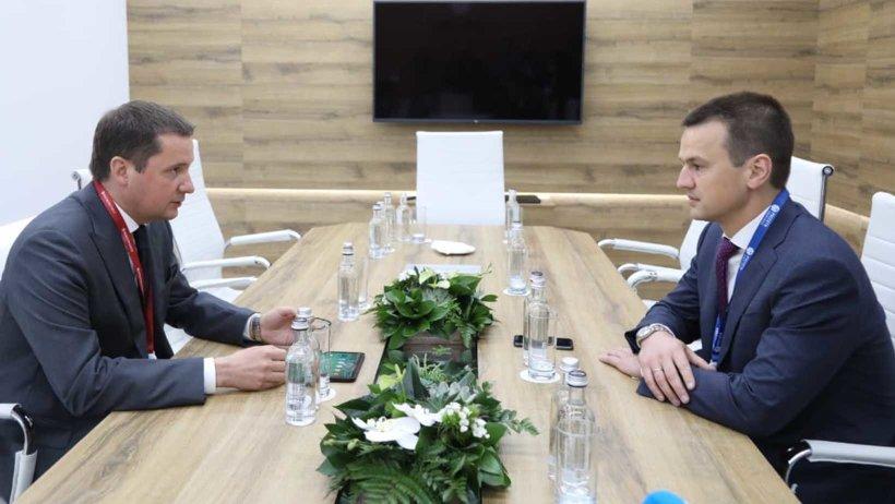 ПМЭФ-2021: губернатор Архангельской области Александр Цыбульский провел рабочую встречу по вопросам развития инфраструктуры Поморья