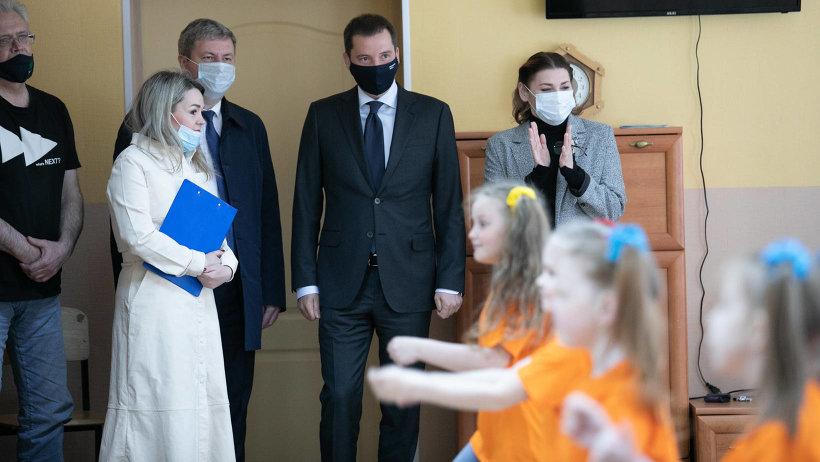 В День защиты детей Александр Цыбульский встретился с педагогами и учащимися центра «Контакт»