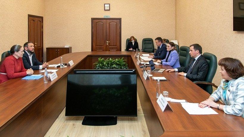Александр Цыбульский поручил начать работу по усовершенствованию мер поддержки семей