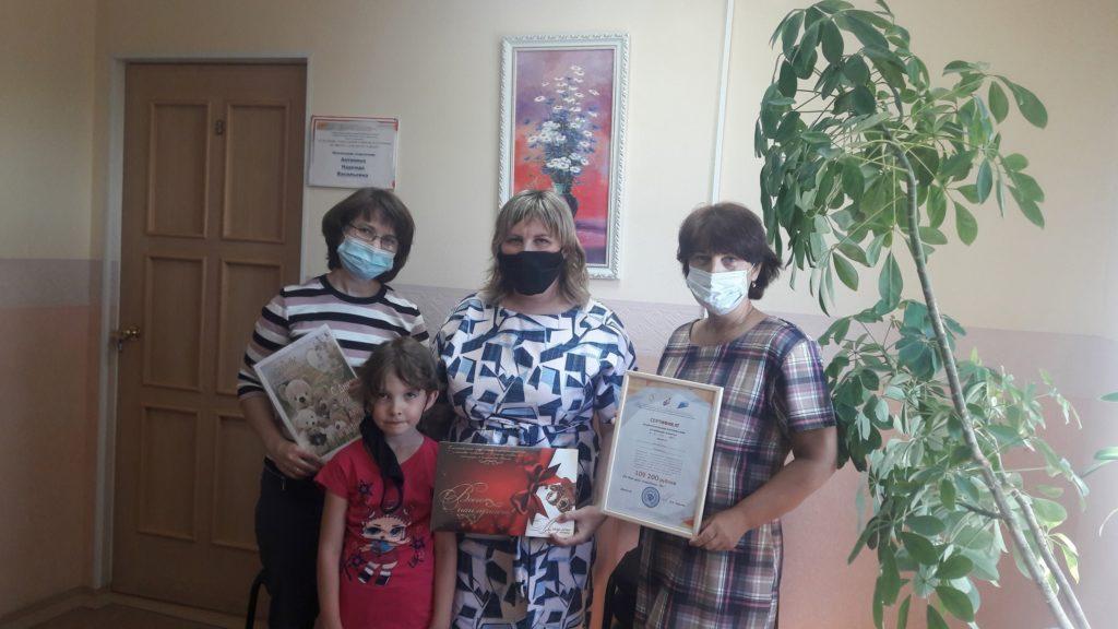 Молодые семьи Виноградовского района получили сертификаты на региональный материнский капитал