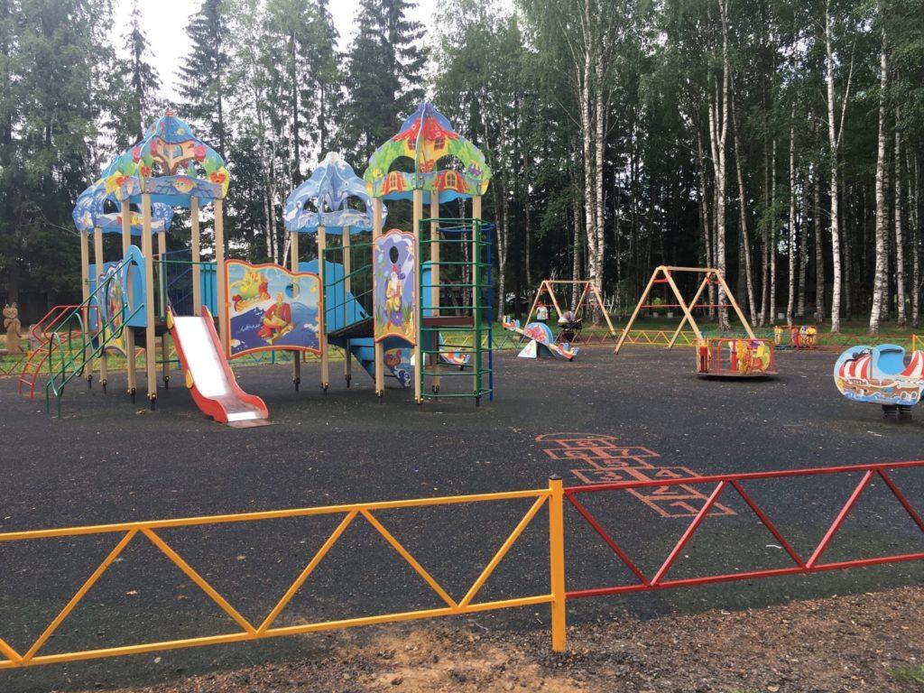В рамках проекта «Формирование комфортной городской среды» на детской площадке в парке Березника установлено ограждение