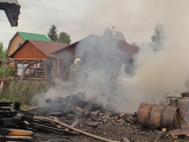 Пожар в погребе удалось ликвидировать в Усть-Ваеньге Виноградовского района