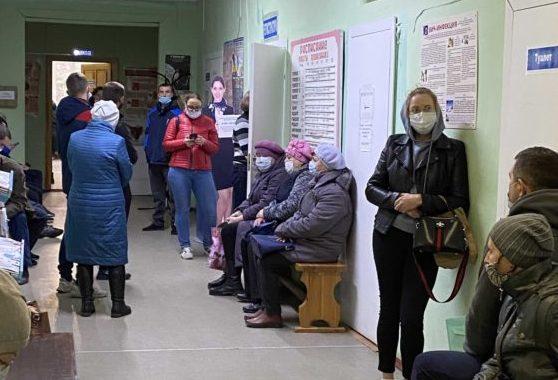 Вакцинация в Виноградовской ЦРБ: как коллектив редакции перенес первый компонент «Спутника V»